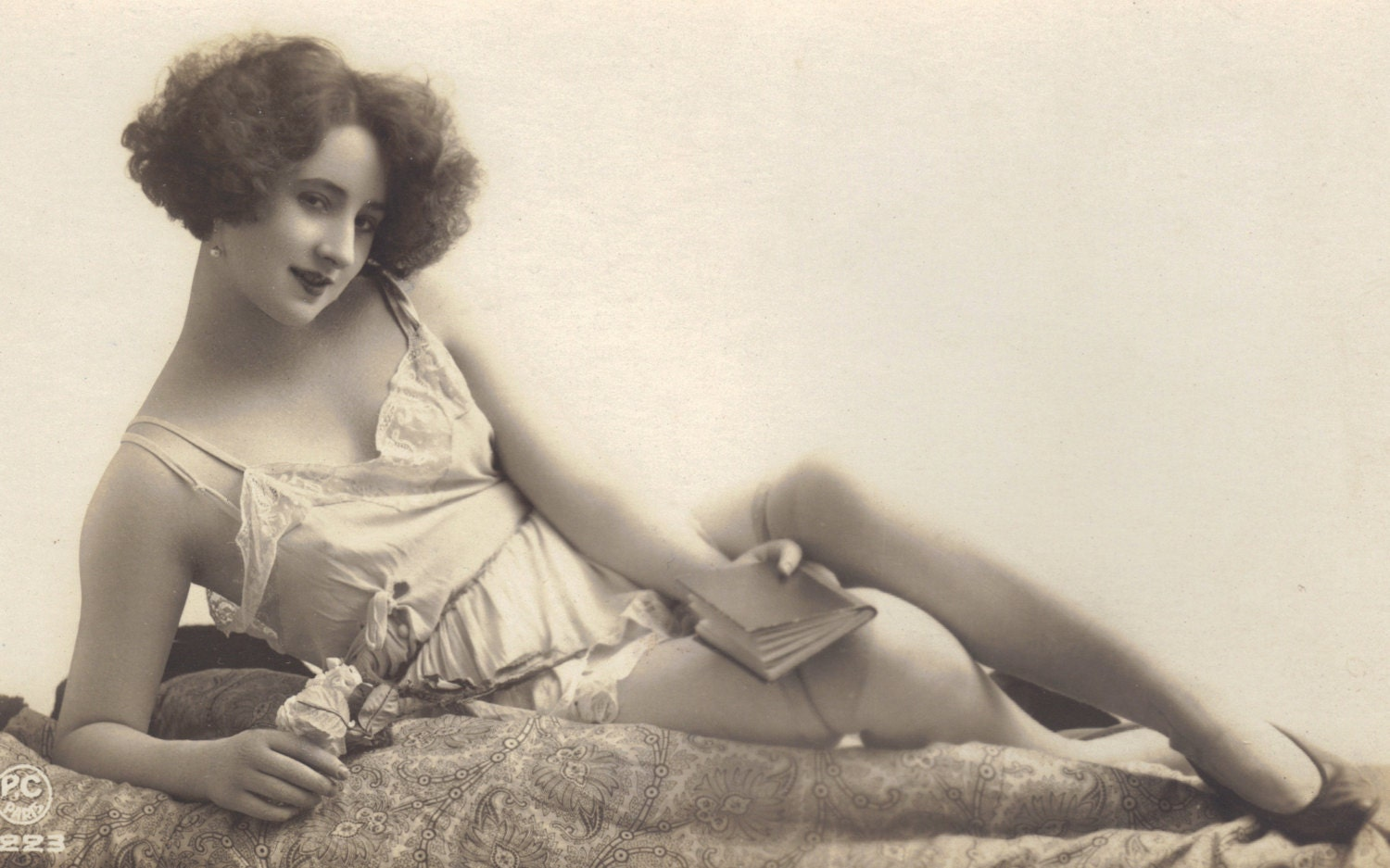 1920s women risque - 3 3