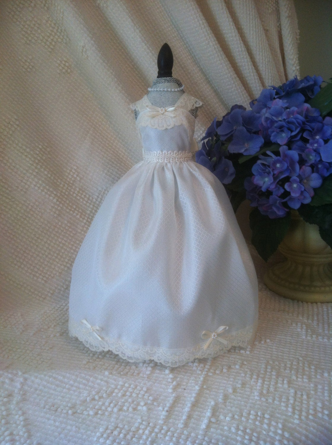 Wedding gown dress form centerpiece for by oneheartcreations for Wedding dress vase centerpiece