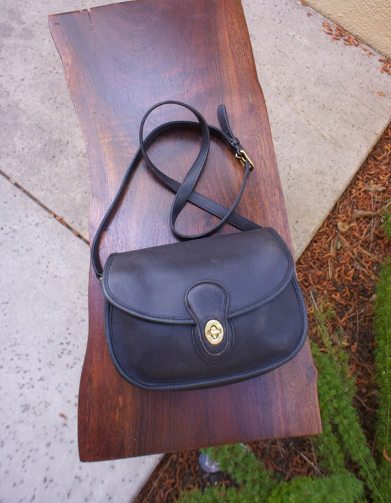 vintage coach cross body purse black leather prairie bag. Black Bedroom Furniture Sets. Home Design Ideas