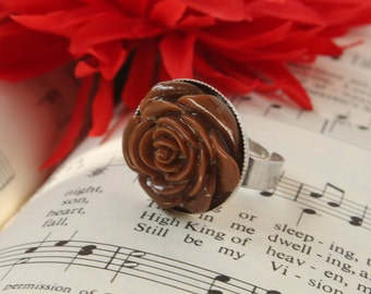 Brown Flower Ring - Rockabilly, Gothic, Punk, Rat Rod, Pin Up - floral cabochon