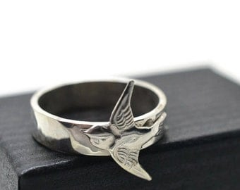 Silver Swallow Ring, Engravable Bird Jewelry, Handforged Animal Ring, Personalized Ring, Silver Bird Ring