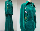 Vintage 1970s Pants Suit / 70s Emerald Velveteen Embroidered Jacket and Pants Set / Medium