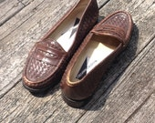 vintage 1990s sweet-as-can-be brown leather penny loafers by MOOTSIES TOOTSIES size six