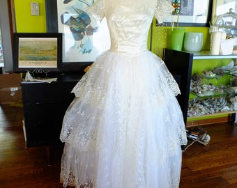 Vintage wedding dress ballgown lace 1950s ivory sz 8