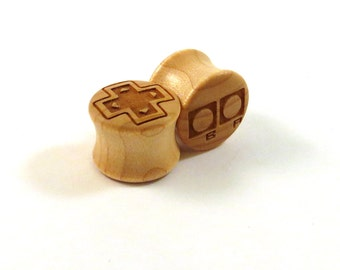 "Old School Gamer Maple Wooden Plugs PAIR 2g 0g 00g 9mm 10mm 7/16"" 11mm 1/2"" 9/16"" 5/8"" 16mm 3/4"" 19mm 7/8"" Video Game Controller Ear Gauges"