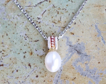 Oval Pearl Elegant Necklace - Vintage Pendant on Chain