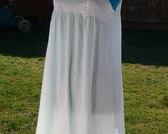 MISS elaine nightgown size small