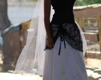 Do Love Me... Cowgirl Country Wedding gown in Black and White / black lace / Hat incl. with long Tulle veil// custom / Made to order