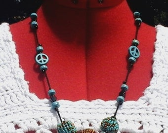 Crocheted Necklace with turquoise-look Peace Signs