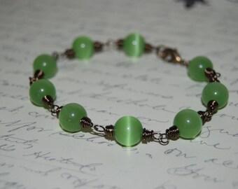 Wire Wrap Style Green Cat Eye Glass Bracelet.