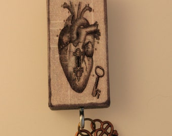 Domino Pendant, , The Key to my heart, Vintage Heart with Key and Lock Charm on Ballchain
