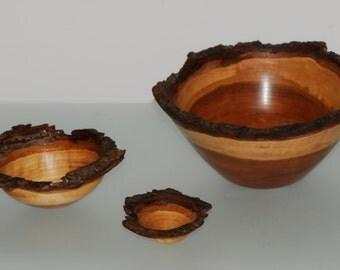 Set of three nesting bowls