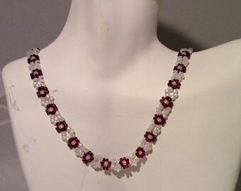 Daisy chain cranberry and gilt-lined snow white seed beaded necklace