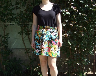 80's vintage women's colorful flower patterned high waisted mini skirt