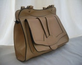 Vintage light caramel handbag.