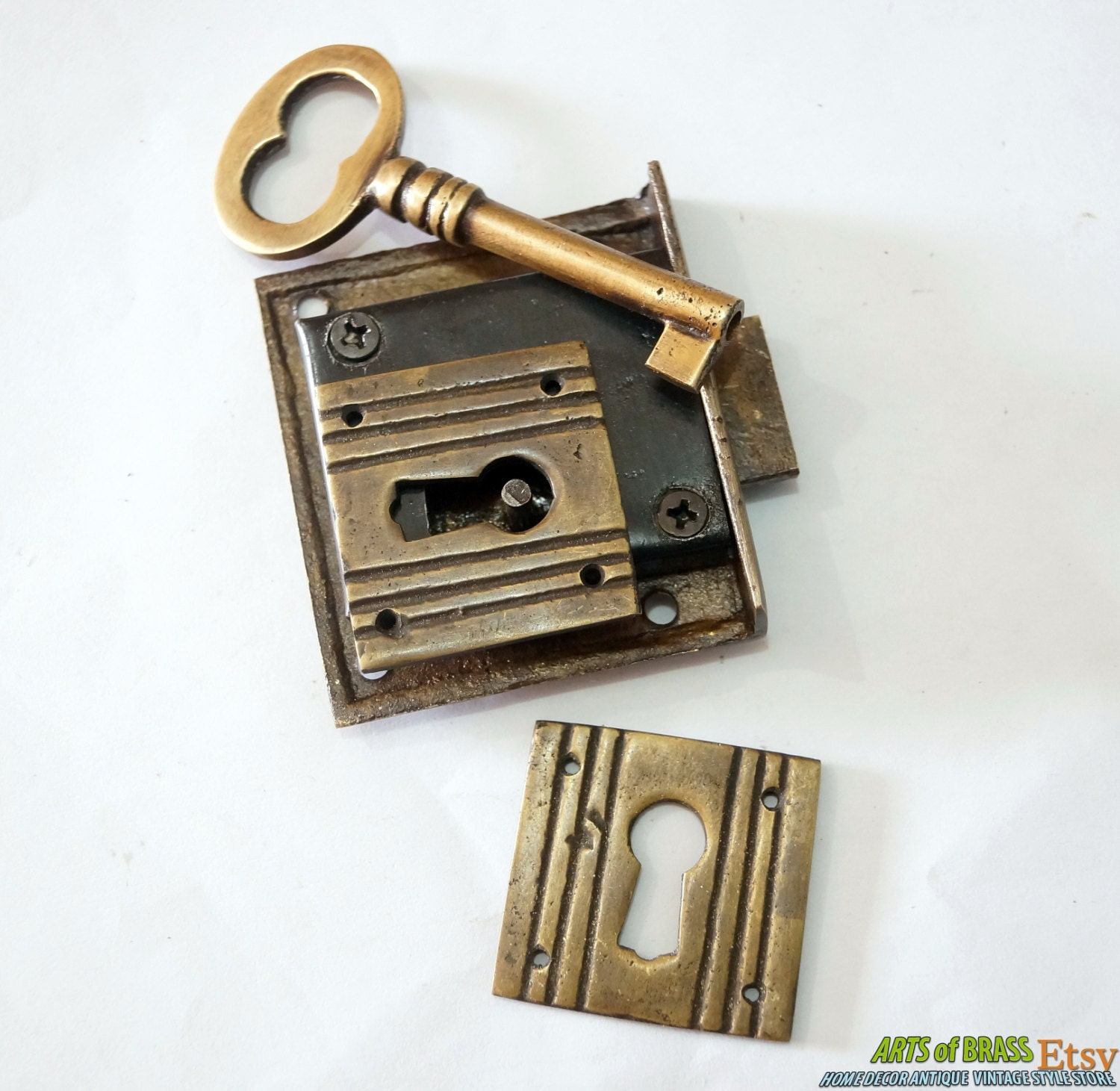 Set brass key lock and skeleton with western classic