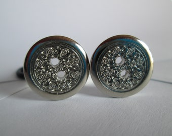 Silver Detailed Two Hole Button Plugs - Available in 0g, 00g, 7/16 in, and 1/2 in.