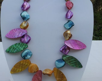 Handmade shell necklace #00N28