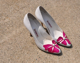 80s white leather pumps / 1980s floral peeptoe shoes / flower stiletto heels 8