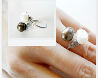 Adjustable Ring adorned with Black & White Natural Fresh Water Pearls Handmade Jewelry. JR1031