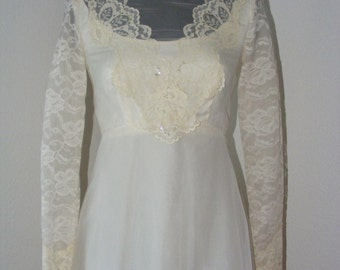 Gorgeous!! Vintage 1970s Wedding dress w/ Veil