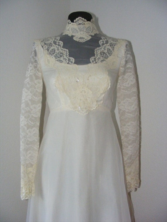Gorgeous vintage 1970s wedding dress w veil for 1970s vintage wedding dresses
