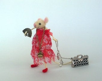 Mouse traveler Felt cute animal Lady mouse bag phone Little mice Mouse traveler red dressed mice Waldorf toy Collectable mice Dollhouse wool