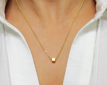 Gold Cube Necklace / Tiny Cube Necklace / Gold Plated Cube Necklace / Minimalist Jewelry / Simple Jewelry