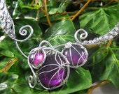 Collier REINE D'ELPHAME ~ Aluminium et cabochons de verre violets