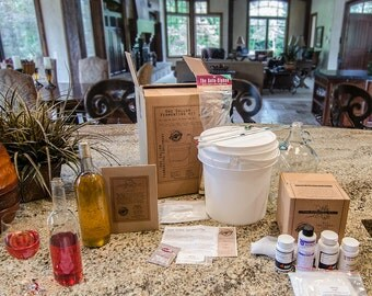 Deluxe Home Wine Making Kit - Do It Yourself 1 Gallon