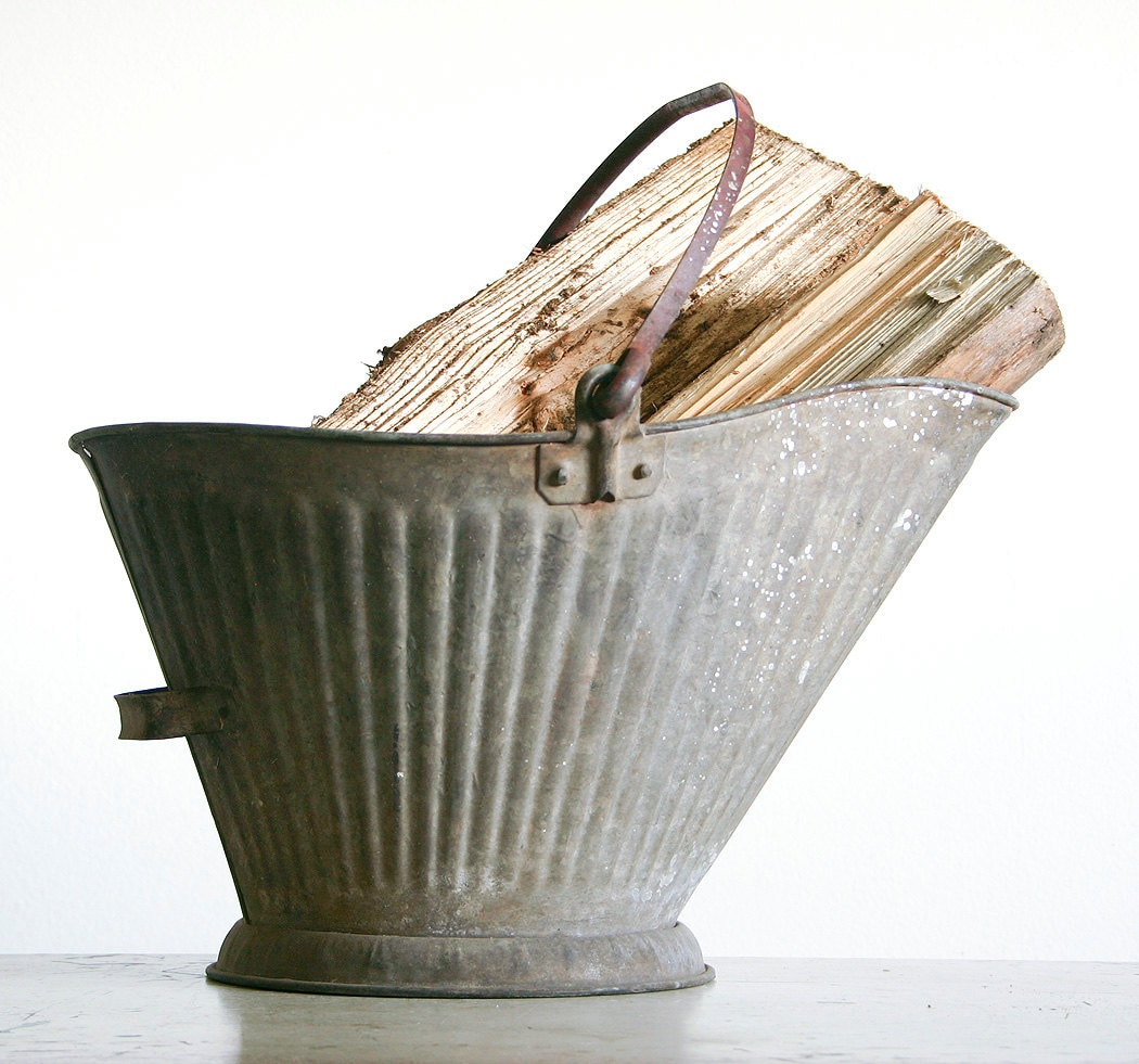 Vintage coal bucket galvanized metal industrial decor for Galvanized well bucket