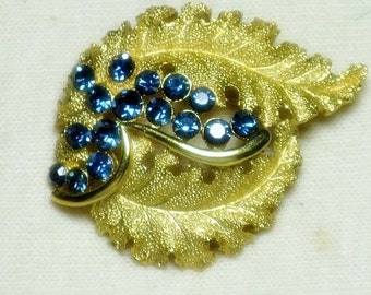 Vintage Crown Trifari Blue Rhinestone Brooch Pin (B-2-6)