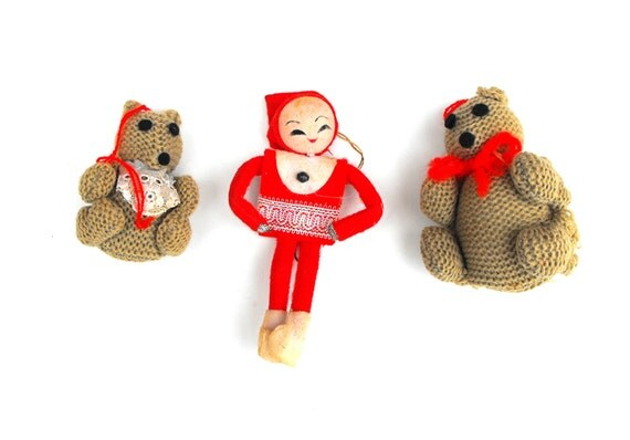 ... Elf with Knitted Brown Mama & Baby Bear Holiday Tree Decoration on