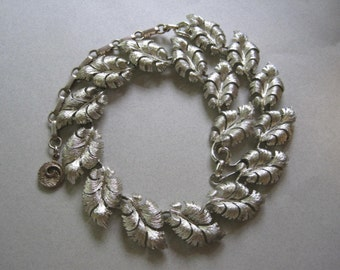 Lisner Necklace Signed Silver or Pale Gold Leaves Leaf Mad Men Holiday Jewelry costume jewelry