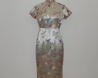 gorgeous vintage silver silk cheongsam 1950's/ 1960's dress with traditional chinese embroidery