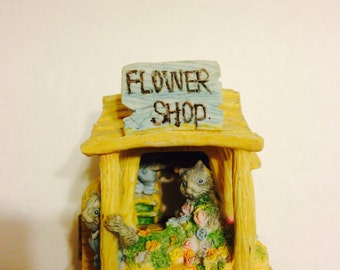 Cat Flower Shop Figurine Peekaboo Cat Figurine Take a Look Inside and meet the cute cats It opens Up