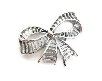 Vintage Gerrys Ribbon Brooch - Shiny Silver Stripe Brooch - Silver Tone Metal