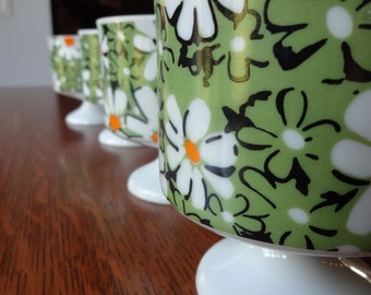 Mod avocado flowered pedestal coffee cups, vintage, set of four, flower power, daisies, green, yellow, white, groovy, coffee, tea, Japan
