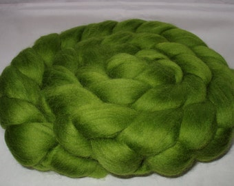 LEAF GREEN, Merino wool roving, super soft, 20 micron, spinning fiber, felting wool, dreads, dolls hair, wet/nuno/needle felting wool, 3.5oz