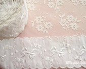 Vintage Scalloped White Embroidered Taffeta Trim