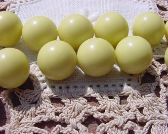 Creamy Chartreuse Classic Vintage Lucite Beads