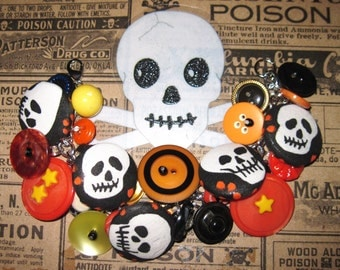 Skull Bracelet, Halloween Jewelry, Halloween Bracelet, Halloween Buttons, Skull Buttons Bracelet, Altered Art, Skull Jewelry, Retro, OOAK