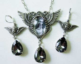Weeping Angels Necklace, Dr. Who Necklace and Earring Set - Dont Blink Necklace - Geek Jewelry - Angel Necklace