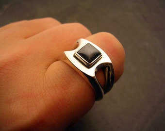 Sterling Silver Geometric Ring with Hematite