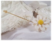 Daisy Brooch Pin - Daisy Lapel, Daisy Hat Pin, Daisy Stick Pin, Daisy Jewelry, White Daisy Pin, Daisy Gift, April Birthday Gift Idea