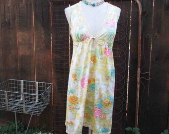 Floral 70s Nightgown Vanity Fair pretty yellow pink blue Floral Vintage nylon Empire style mini nighty S M