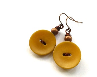 Golden Mustard Tan Vintage Button Earrings - Earth Tones