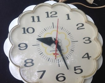 Vintage 1950s Era General Electric Kitchen Clock