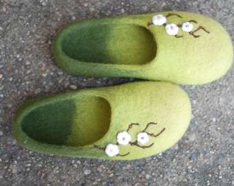 Felted slippers  home shoes Cherry blossom in green or any other colors Handmade to order