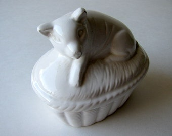 Vintage White Trinket Box. Piggy, Jewelry
